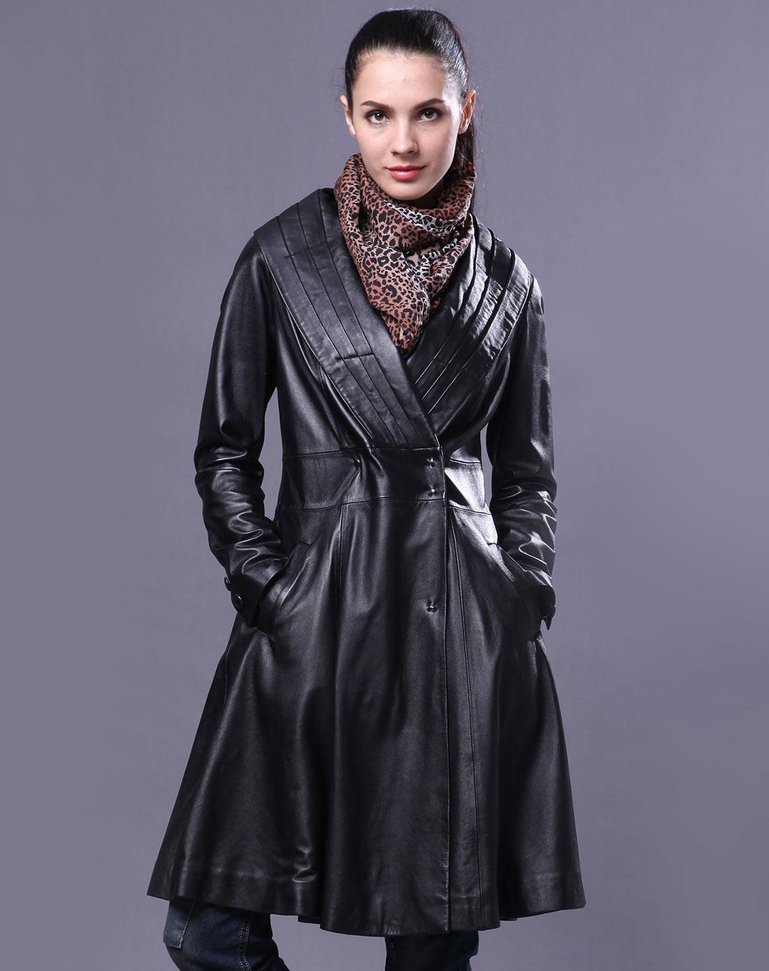 一直男女装皮衣专场女款黑色真皮皮衣s106642m806