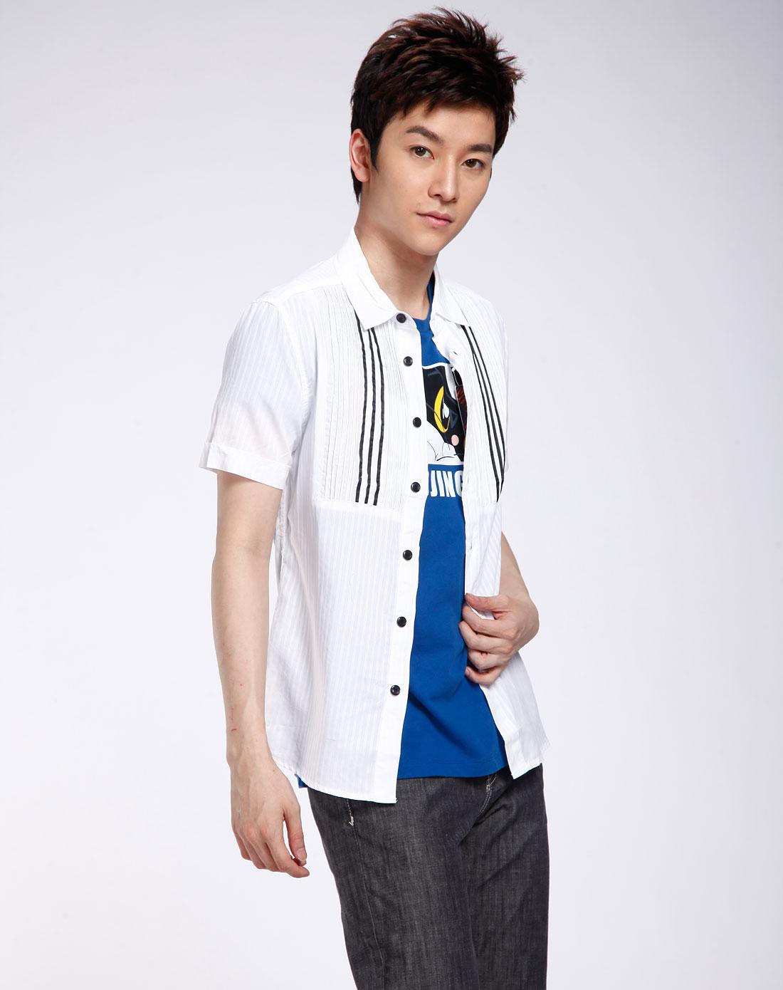 白色短袖衬衫