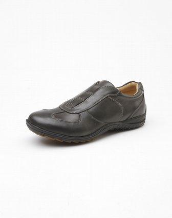 男款黑色休闲运动型皮鞋