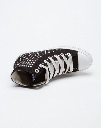 女款黑色高帮柳钉内增高帆布鞋